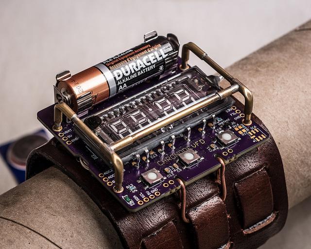 ChronodeVFD: Wearable Electronics Steampunk VFD Wristwatch