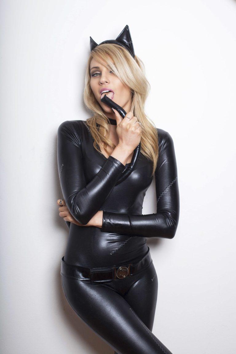 Latex catwoman videoshow erotic scenes
