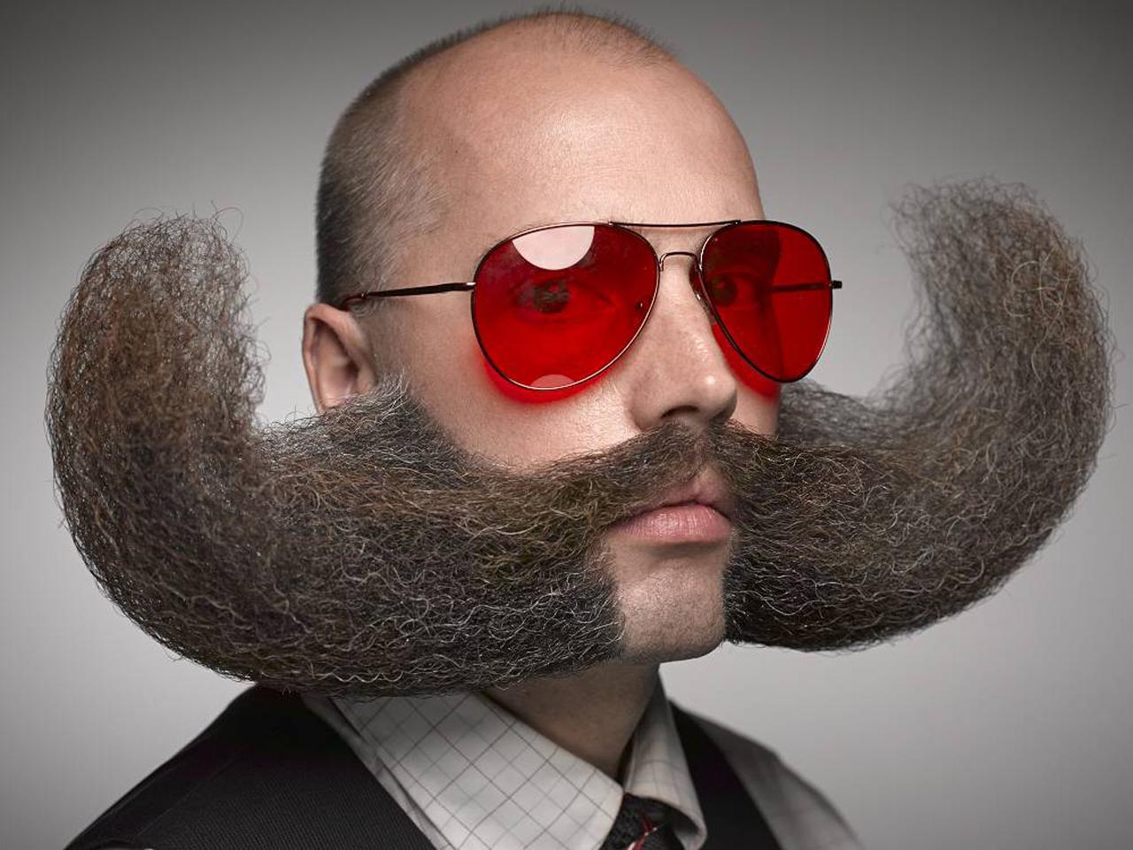 T3h super mustache