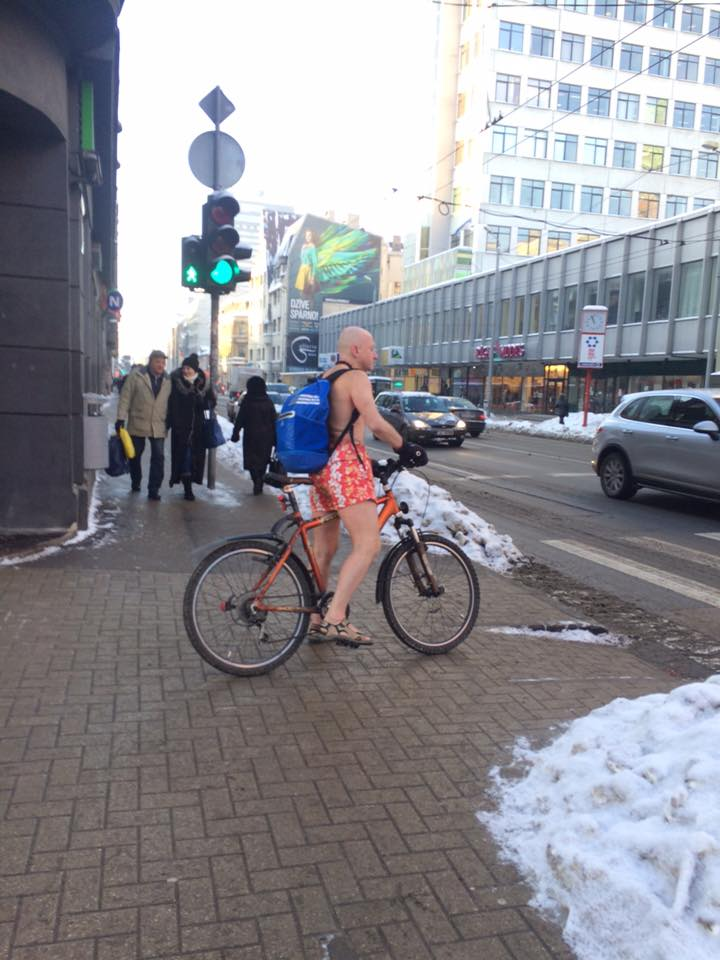 How to dress for winter bicycle ride?