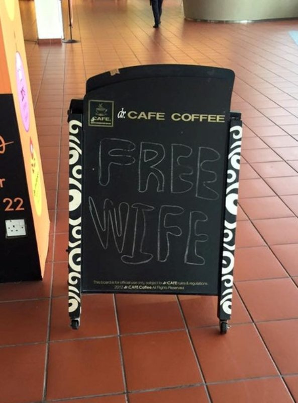 Hey, the coffee shop is empty……oh.