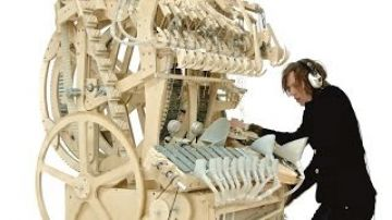 Wintergatan – Marble Machine (music instrument using 2000 marbles)
